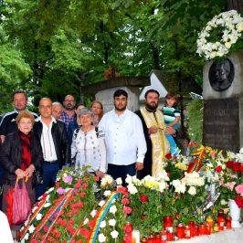 Slujba de pomenire la mormantul poetului Mihail Eminescu